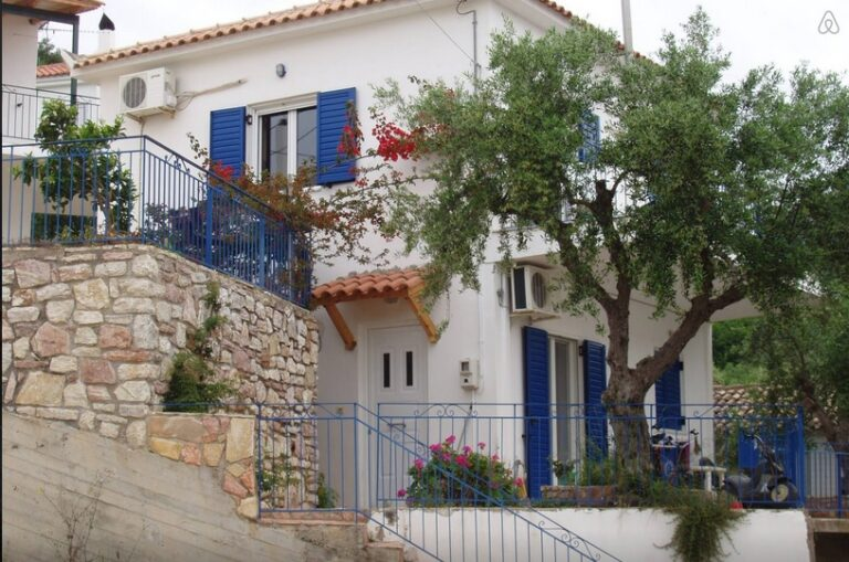 Town house in central Koroni